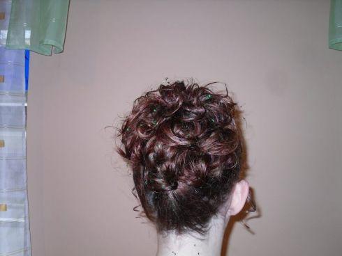 účes polodlouhé vlasy