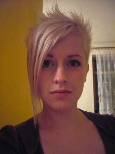 ... blansko barva vlasů blond typ obličeje oválný délka vlasů