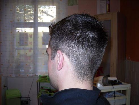 účes krátké vlasy